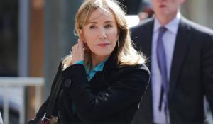 Actriz de 'Esposas desesperadas' aceptará cargos por fraude universitario