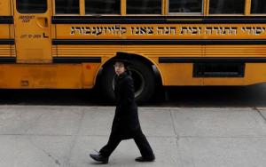 """Judíos ortodoxos de Brooklyn rechazan vacuna por contener """"ADN de cerdo y de mono"""""""