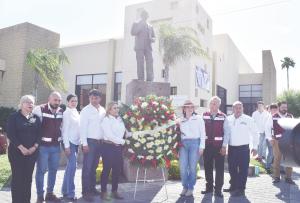 Lleva Morena Ofrenda a monumento de Cantú Rosas