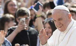 Papa dona medio millón de dólares para migrantes en México