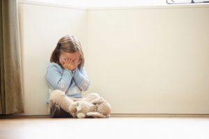 Arrestan a matrimonio que abusó de su hija de 20 años desde los 6