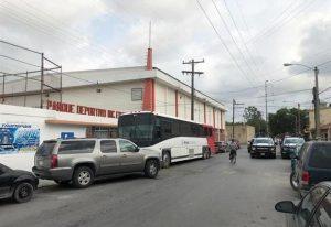 Trasladan a 183 migrantes que estaban bajo resguardo en Matamoros