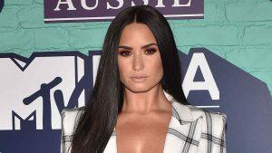 Demi Lovato cambia de look y luce irreconocible