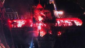 Dron capta incendio en catedral de Notre Dame
