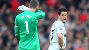 Javier Hernández fue ovacionado al salir del campo en el Old Trafford