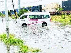 Lluvia y granizo desquician NLD