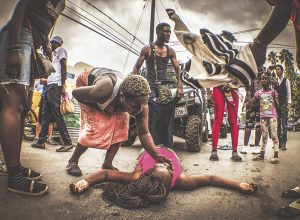 Altercado entre  africanos y policías