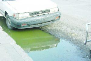 Se quejan vecinos por  alumbrado y drenaje