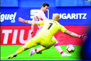 El argentino Lionel Messi terminó su gran temporada con doblete