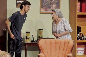 Ríen con la abuela