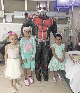 Llevan  alegría a hospitales