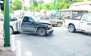 Choque-volcadura en la colonia Juárez