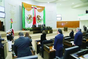Los diputados legislan,  no realizan ninguna obra