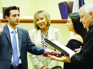 Toma juramento como nuevo Juez Municipal Asociado