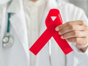 Contagian con VIH a 65 niños por usar la misma jeringa