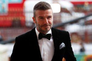 Prohíben a Beckham conducir por usar su celular