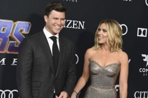 Se comprometen Scarlett Johansson y Colin Jost