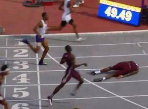 VIDEO: Corredor salta hacia la meta y aterriza sobre su cara