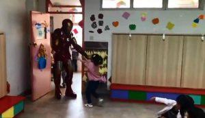 Se disfraza de Iron Man porque no pudo conseguir entradas para ver