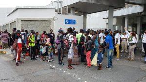 Presionan africanos con protesta en Puente I