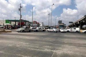 Bloquean taxis cruces internacionales de Matamoros