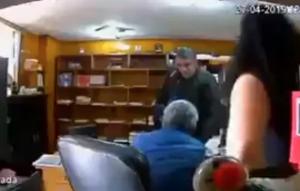 Captan momento en que sujeto mata a abogado en su despacho
