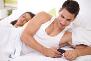 ¡Protégete! Tu pareja no puede revisar tu celular: SCJN