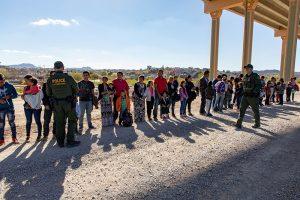 Tráfico de migrantes deja 2 mil mdd