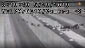 Impresionante video de más de mil migrantes cruzando a Texas