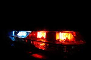 Niña conduce ebria y provoca persecución policial