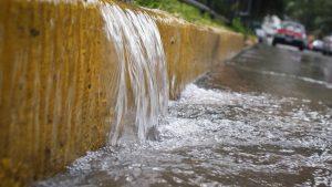 Fuga deja sin agua al sector Norponiente
