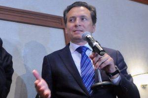 Hacienda congela cuentas de AHMSA y exdirector de Pemex
