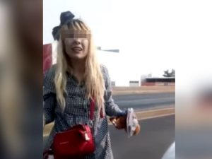 Surge #LadyMagistrado; mujer insulta y amenaza a policías