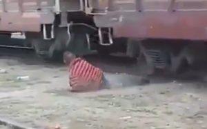 Migrante intenta subir a 'la bestia' y el tren le mutila un pie