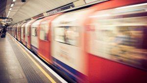 Mujer es golpeada por vagón del metro en CDMX