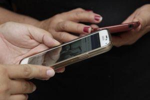 SCJN prohíbe revisar los mensajes en el celular de tu pareja