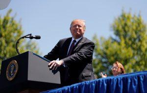 Donald Trump propone dar ciudadanía por mérito profesional