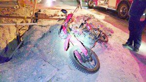 'Se traga' viejo hundimiento a motociclista