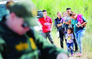 Ordena EU redada contra 2 mil familias; Texas refuerza frontera