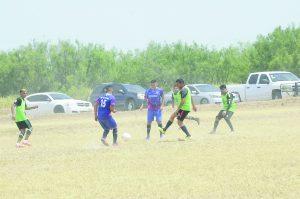 Dan 'guerra' en Azteca Soccer