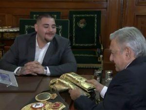 López Obrador recibe a Andy Ruiz en Palacio Nacional