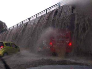 Lluvia deja 'cascadas' e inundaciones en la Toluca-Tenango