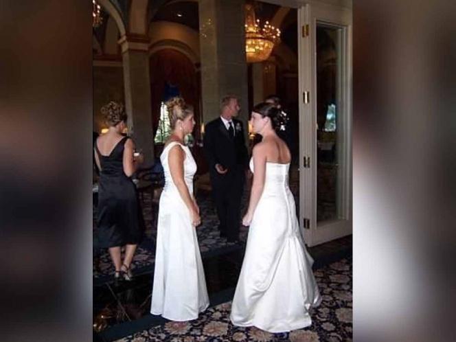 Mujer se viste de novia en la boda de su hijo