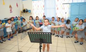 """""""Alondrita de la Parra"""", directora de música a los 6 años"""