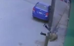 Captan en video momento en el que abandonan a un abuelito en Puebla