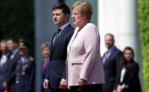 Angela Merkel sufre temblores durante una ceremonia en Berlín