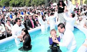 Pese a acusaciones contra su líder, iglesia de La Luz del mundo sigue sumando fieles