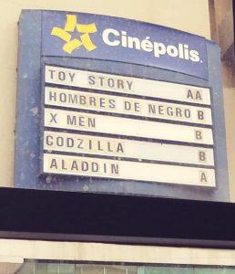 La cartelera de este cine hoy es igual que en los 90