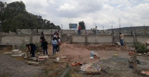 Alumnos juntan becas de AMLO para edificar una escuela en Querétaro
