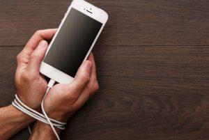 Así podrían evolucionar los humanos por uso excesivo de celulares